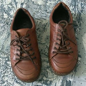 Born lace up brown leather oxfords size 7